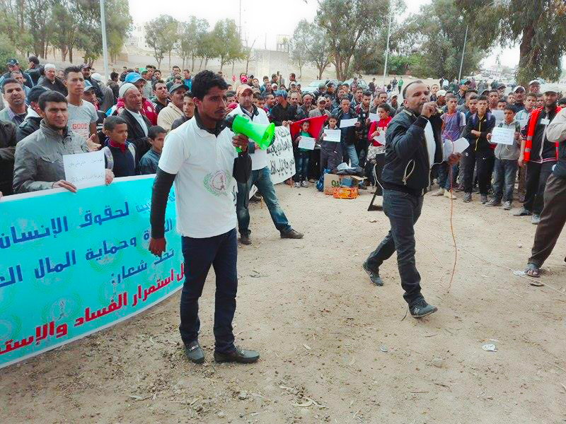 وقفة احتجاجية أمام المستوصف الجماعي أولاد فارس ضدا على الحيف و اللامبالاة و الغياب المستمر للطبيبة الرئيسية