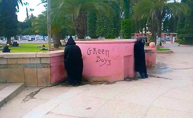 في غياب مراحيض عمومية..حديقة قصر بلدية سطات تتحول الى مرحاض