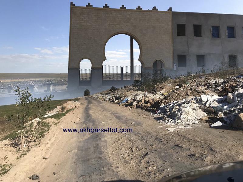 قمة العبث: مجلس جماعة سطات شيد مقبرة غرب المدينة لكن بدون مسالك تؤدي اليها