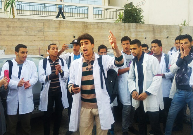 طلبة الأقسام التحضيرية في وقفة احتجاجية امام نيابة سطات