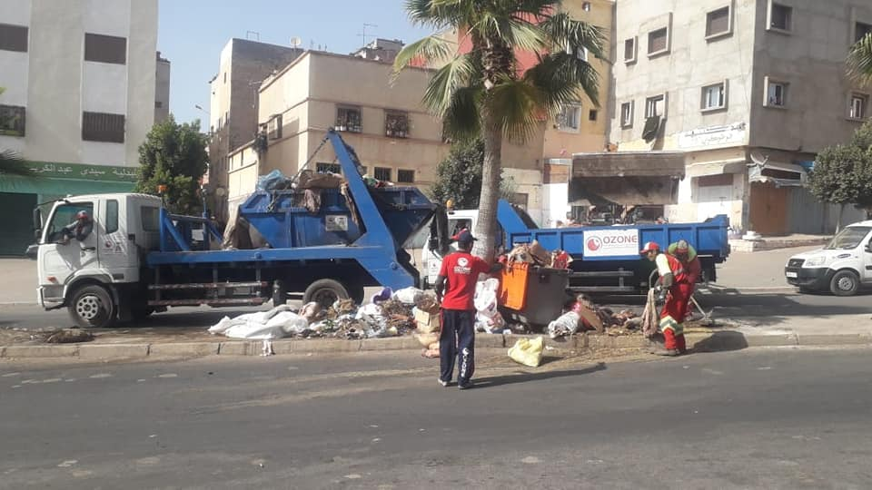عمال النظافة بسطات.. أسياد العيد وصانعوا البسمة على محيا المدينة