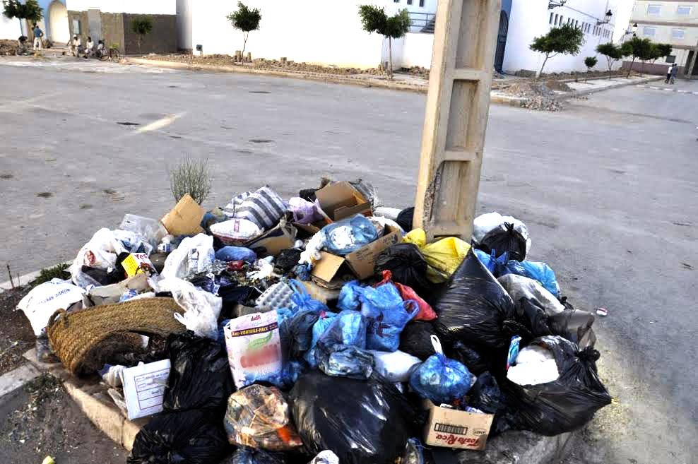 جماعة سطات تهدي شركة النظافة مليار و400 مليون سنتيم سنويا والمدينة غارقة في الأزبال