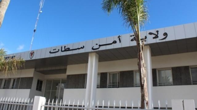 """أمن سطات يوقف مشتبه فيه بسرقة المنازل وهو بصدد بيع مسروقات بسوق """"ماكرو"""" الشعبي"""