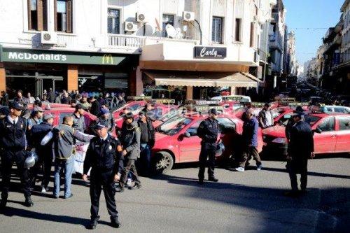 أصحاب الطاكسيات يثورون وسط الدار البيضاء