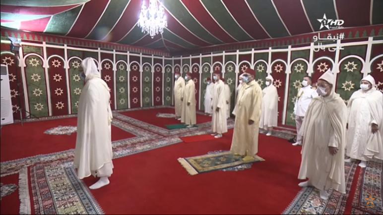 جلالة الملك يؤدي صلاة عيد الأضحى بدون خطبة احتراما للتدابير الصحية