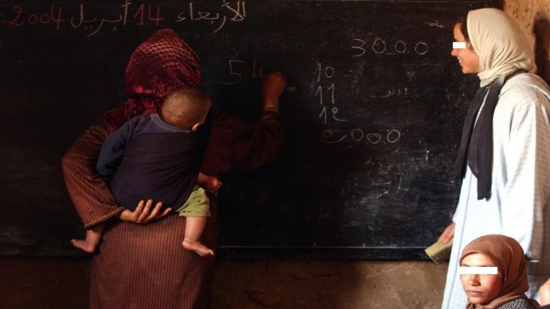مؤطرات محاربة الأمية بسطات يشتكين التماطل في تسليم مستحقاتهم لسنوات